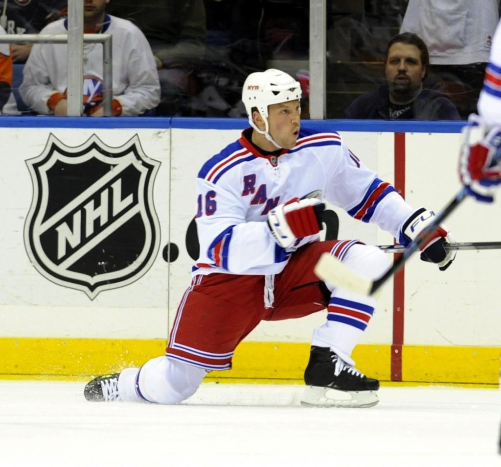 The NHL dropped the ball by not fining Wayne Simmonds for his anti- gay slur against Sean Avery (pictured). (Newsday/David L. Pokress/MCT)