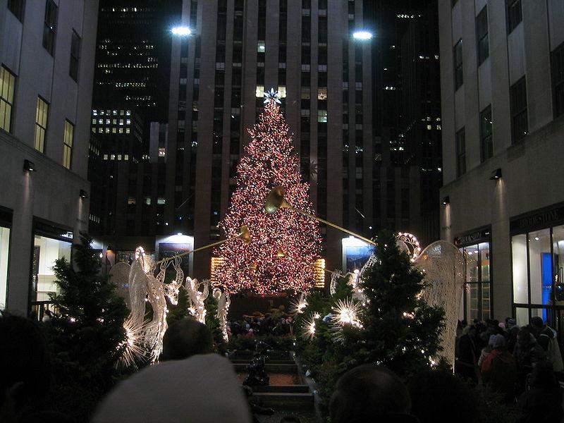 Every+year+thousands+flock+to+Rockefeller+Plaza+to+see+the+Rockefeller+Center+Tree+Lighting.+%28+Fabioj%2FWikimedia+Common%29