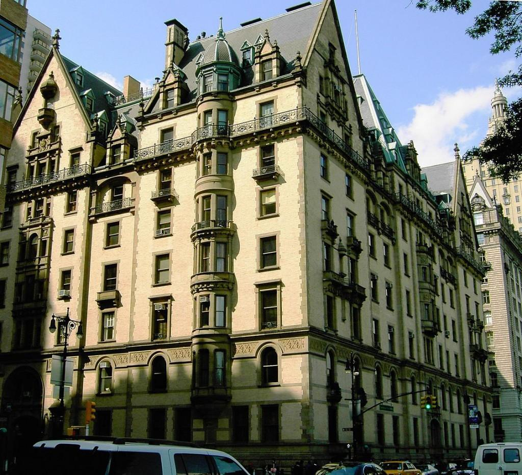 The Dakota is but one of several haunted landmarks in NYC. (Urban/Wikimedia Commons)