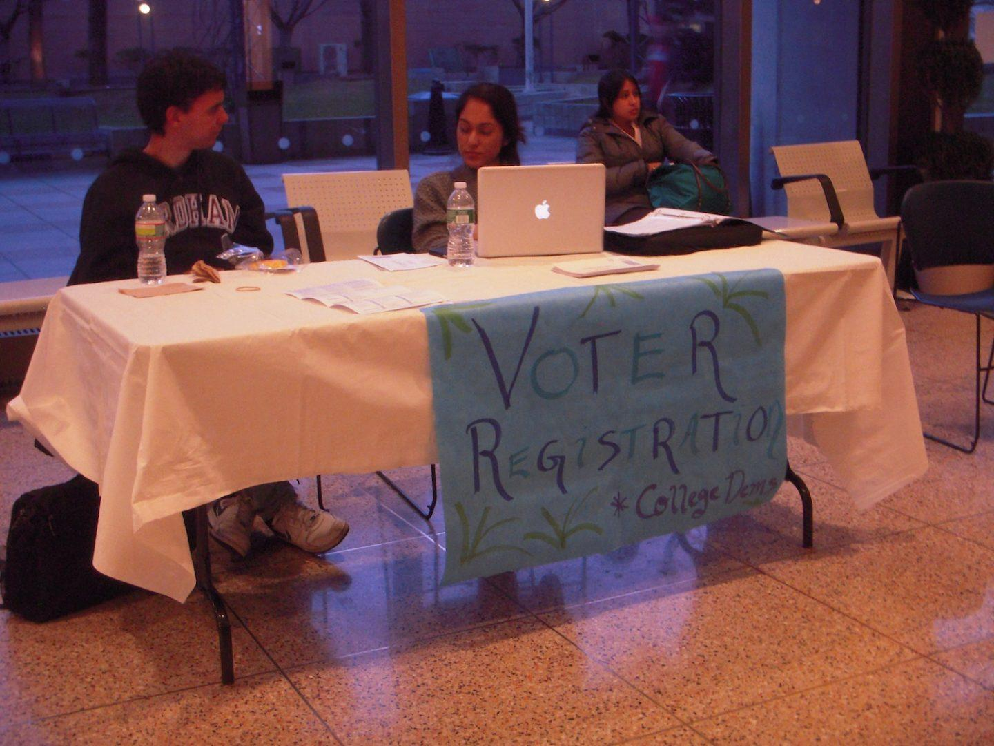 College Dems Hold Voter Registration Drive