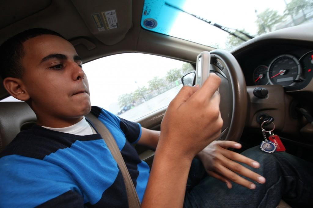 Distracted+driving+can+have+deadly+consequences%2C+and+it+is+unfortunately+popular+with+teens.+%28Mandi+Wright%2FDetroit+Free+Press%2FMCT%29