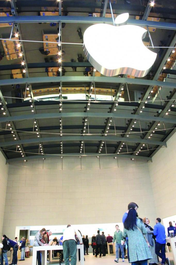 Apple stores across New York City are famous for their warm, inviting decor—as evidenced by their gray cinderblock walls, metallic ceiling fixtures and extra-bright lighting. (Sara Azoulay/The Observer)