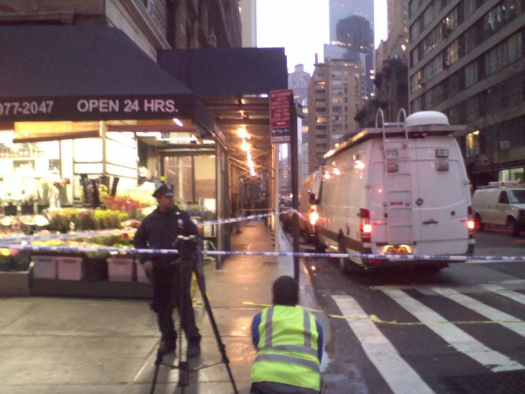 Police+cordoned+off+the+block+of+58th+Street+between+Broadway+and+7th+Avenue+after+a+man+was+shot+and+killed+at+2+p.m.+Monday.+%28Mike+Madden%2FThe+Observer%29