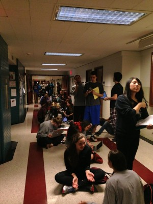 Freshmen students in line waiting to be manually registered by Deans on Thursday, April 3. (Adriana Gallina/The Observer)