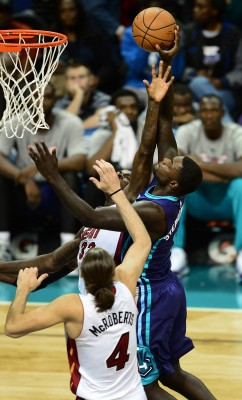 The Charlotte Hornets Lance Stephenson drives to the basket against Miami Heat defenders James Ennis (32) and Josh McRoberts (4) during first-half action on Wednesday, Nov. 5, 2014, at Time Warner Cable Arena in Charlotte, N.C. (Jeff Siner /Charlotte Observer/MCT)