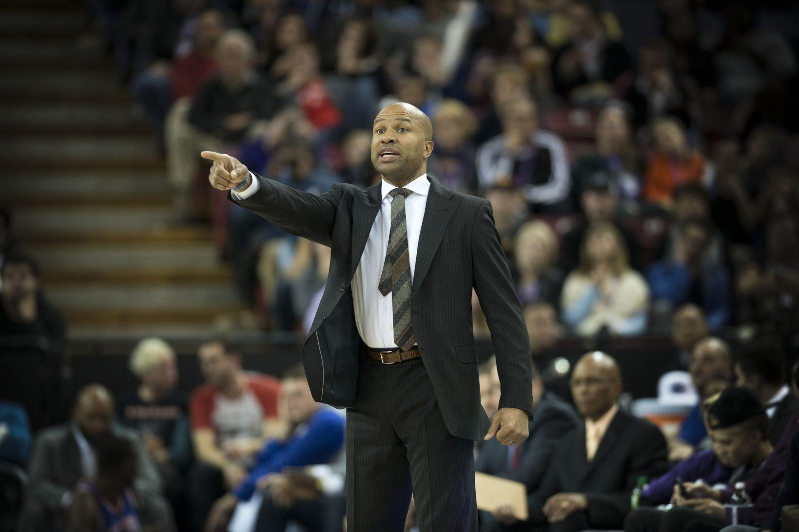 New York Knicks head coach Derek Fisher calls a play during action against the Sacramento Kings at Sleep Train Arena in Sacramento, Calif., on Saturday, Dec. 27, 2014. (Hector Amezcua/Sacramento Bee/TNS)