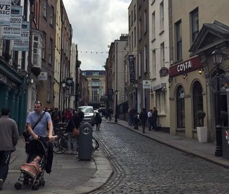 Alleyway in Dublin PHOTO COURTESY OF NANOR HARTOUNIAN)