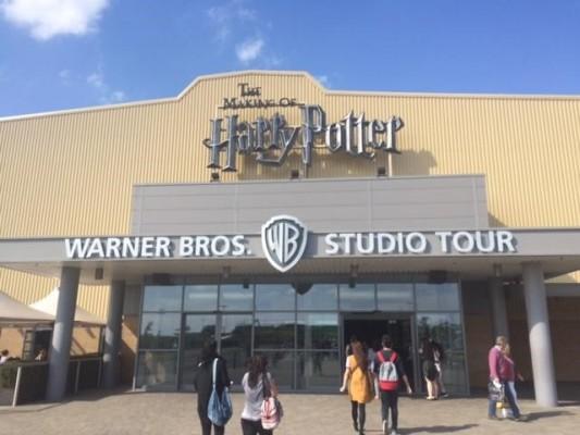 Exterior of Warner Bros. Studios (PHOTO COURTESY OF MARISSA SBLENDORIO)