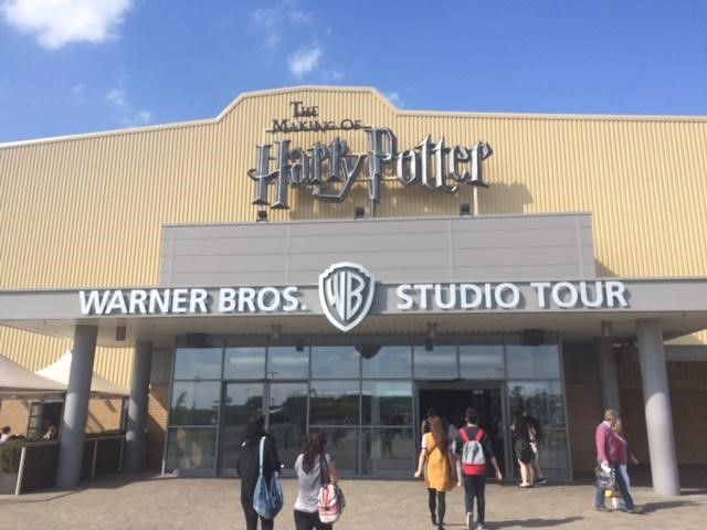 Exterior of Warner Bros. Studios (PHOTO COURTESY OF MARISSA SBLENDORIO)