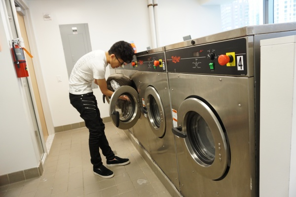 Starting college means learning to do your own laundry. (YUERONG LI/ THE OBSERVER)