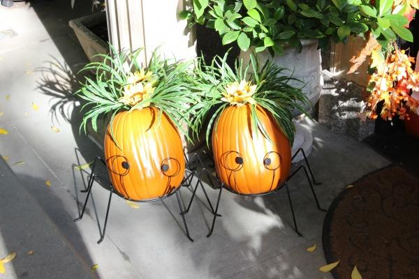 In front of a residential building on the Upper East Side sits these two cute spider pumpkins. Halloween decorations do exist in New York City. (PHOTO BY ZANA NAJJAR/ THE OBSERVER)
