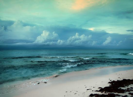 My favorite metaphor for memories is the beach. (VIA FLICKR)