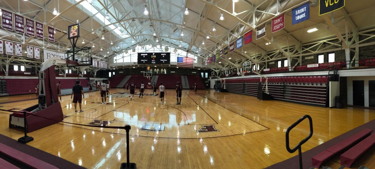 Fordham Basketball team practices on the basketball court. (PHOTO BY LAUREN MACDONALD/ THE OBSERVER)