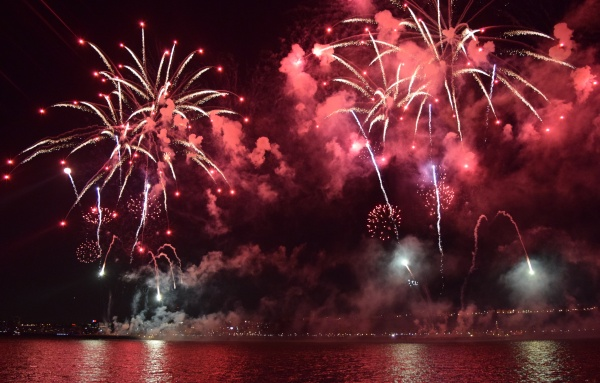 Fireworks light up the Hudson at Pier 84 as New York rings in the Lunar New Year. (ANDREA GARCIA/ THE OBSERVER)
