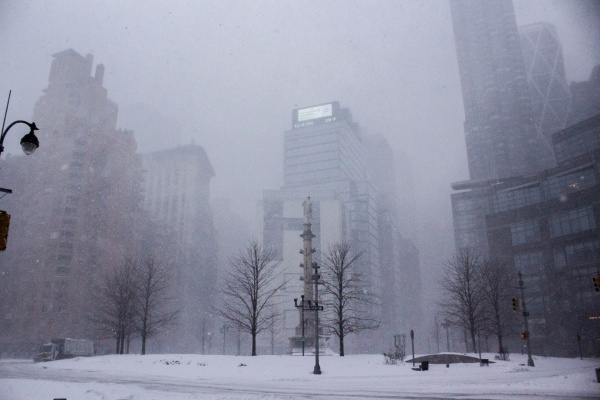 Snow+blanketing+the+normally+busy+Columbus+Circle.+%28JESSICA+HANLEY%2FTHE+OBSERVER%29