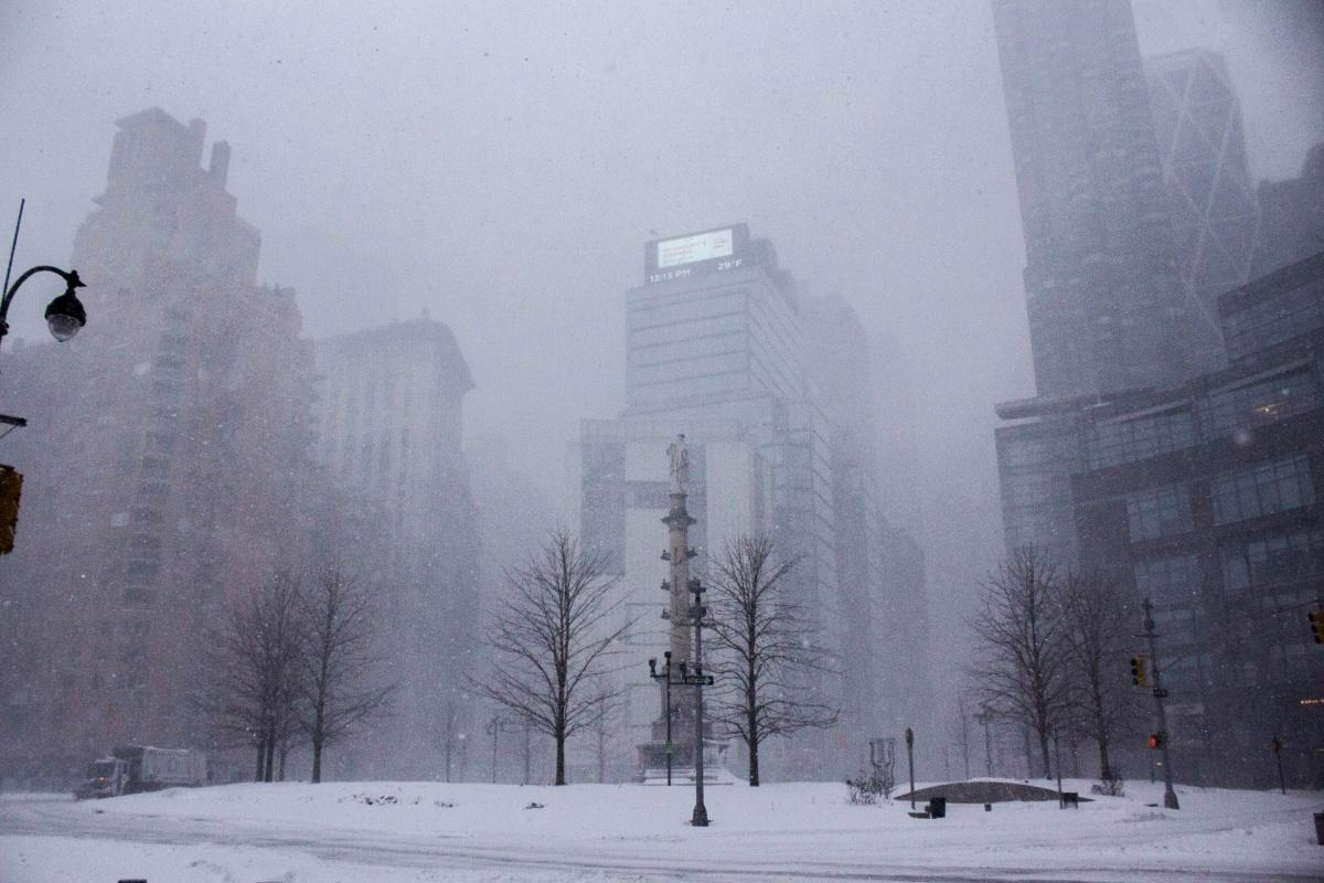 Snow blanketing the normally busy Columbus Circle. (JESSICA HANLEY/THE OBSERVER)