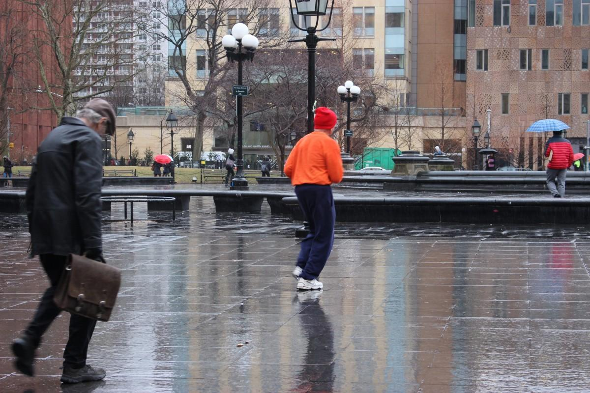 An elderly man jogs along the main fountain in Washington Square Park. (PHOTO BY REGINA OREA/ THE OBSERVER)
