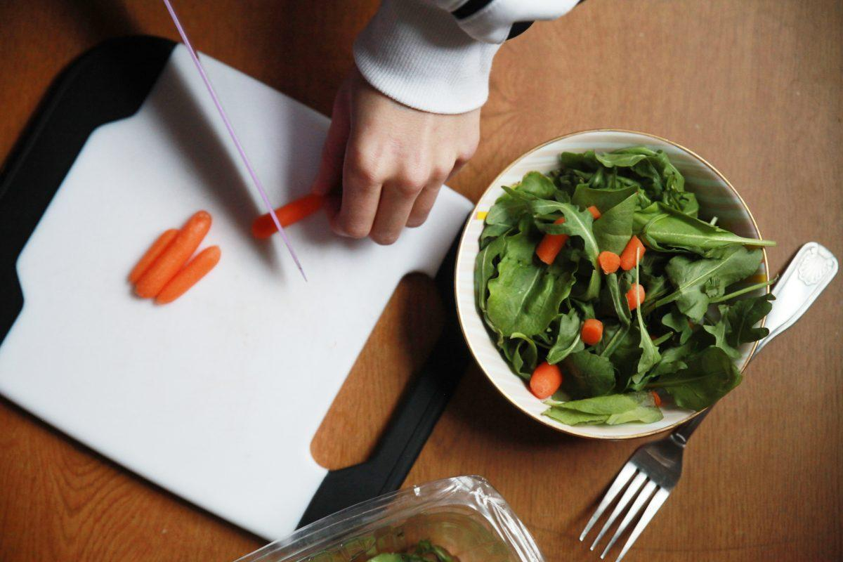 Students should start the new year with a resolution to live a healthier lifestyle by managing their diet. (EMMA DIMARCO/THE OBSERVER)
