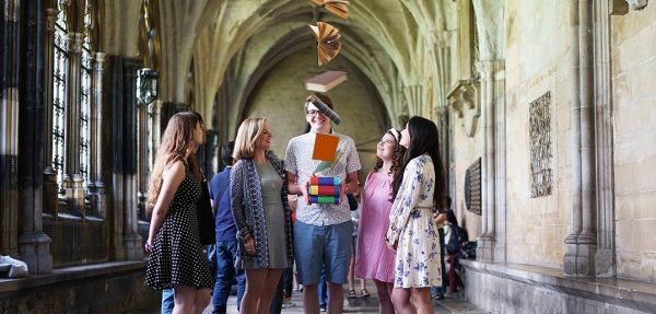 Professor Jones class poses for a picture in Westminster Abbey. (Photo by  Afshin Feiz)