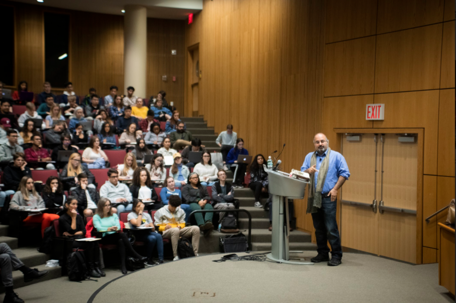 Dr. Omid Safi, an expert on contemporary Islam and Islamic mysticism, spoke to freshmen from Fordham's Theology 1000 First-Year Experience class.