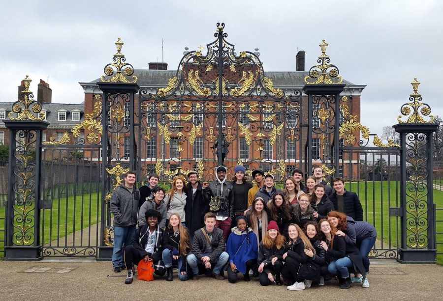 Fordham+London+Dramatic+Academy+Class+of+2019+outside+the+Kensington+Palace.+Students+said+that+their+close+friendships+made+the+program+memorable.