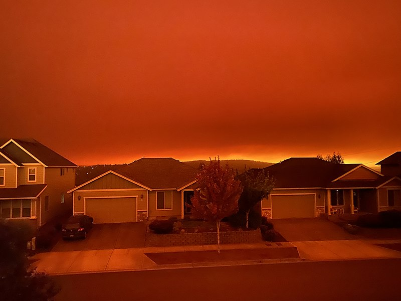 a+red+sky+in+oregon+above+suburban+houses%2C+which+fuels+concerns+about+climate+change