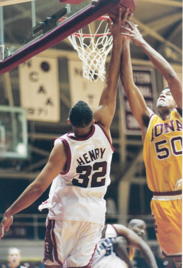 iona player making a basketball shot