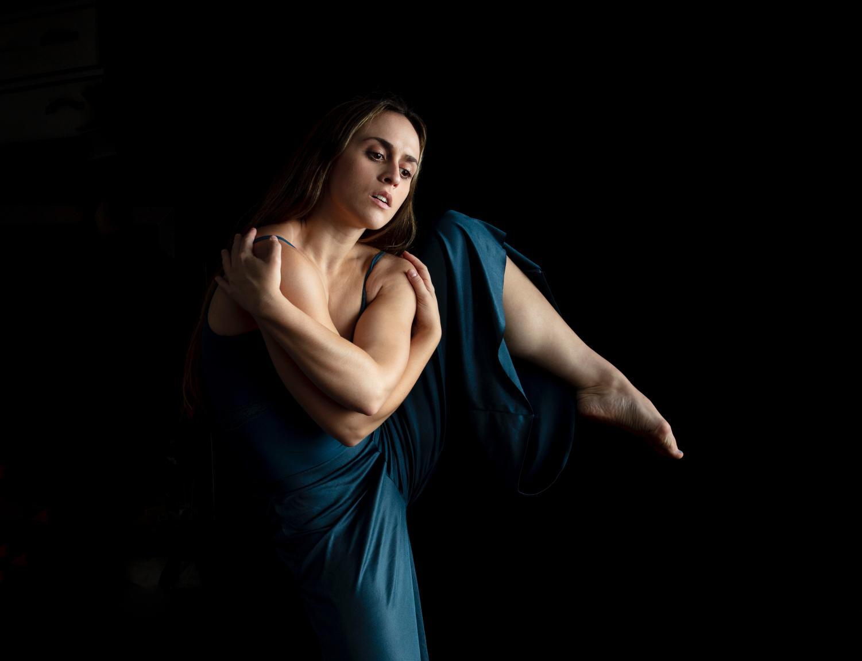 dancer lindsay jorgensen in side attitude