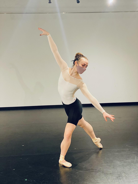 dancer lindsay jorgensen in plié with leg in arabesque