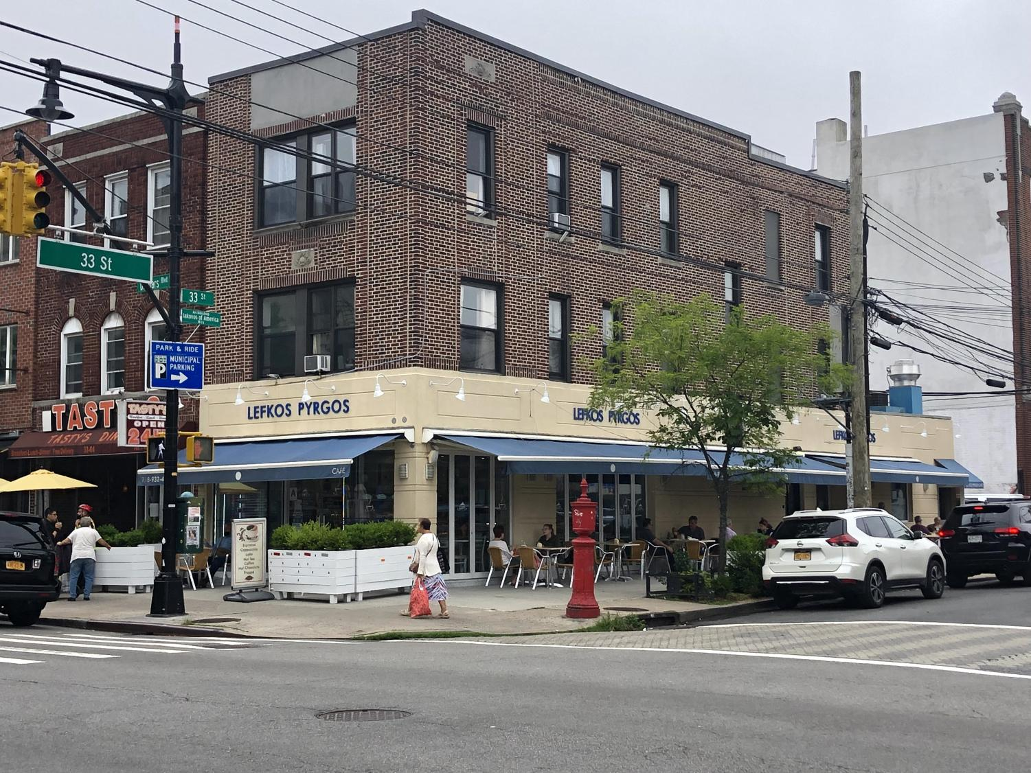 the corner of 33rd st and Ditmars Blvd, Lefkos Pyrogos is a Greek restaurant with outdoor seating