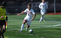 max rogers passes the ball in George Washington game